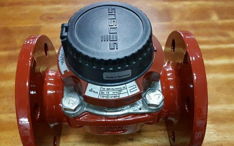 Đồng hồ nước Sensus có thiết kế kết nối mặt bích, hoạt động với độ chính xác cao
